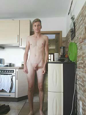 Colmar 68000 : Blond 24 ans imberbe et curieux