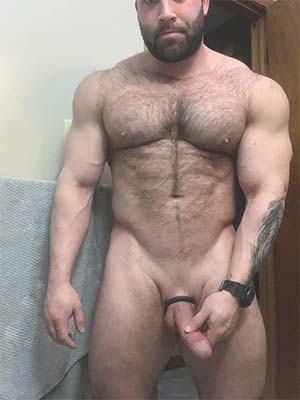 Bisex top daddy invites you to his place Denver, CO